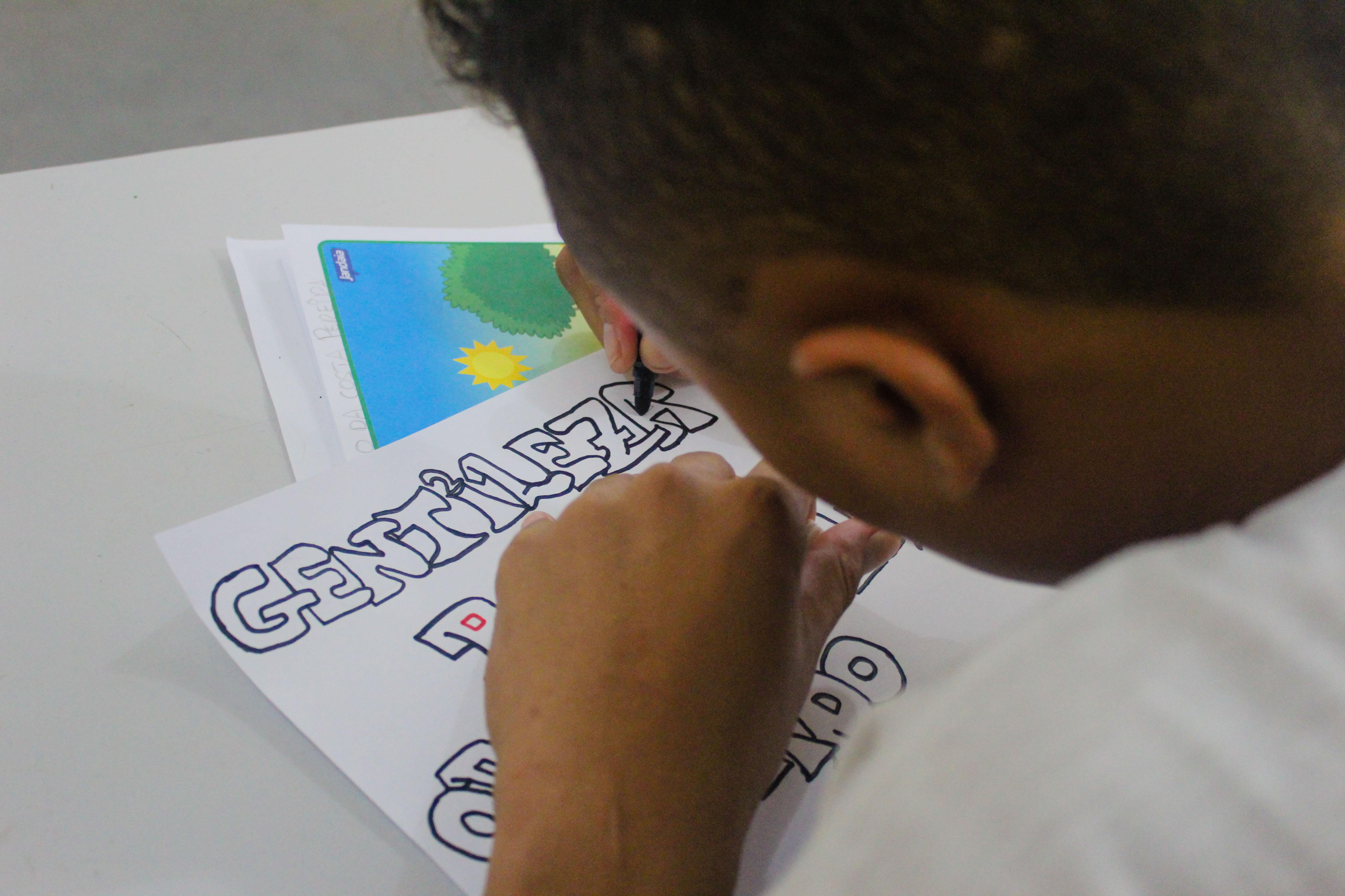 Adolescentes recebem aulas de reforço durante recesso escolar