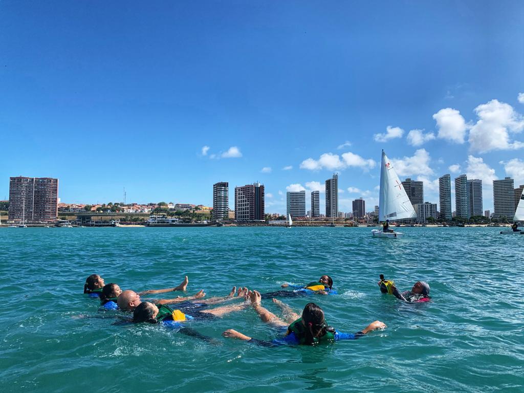 Seas por meio de parceria apresenta vivências náuticas aos adolescentes