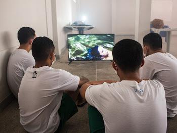 Exposição Viventes das Águas encanta adolescentes nas unidades de Sobral